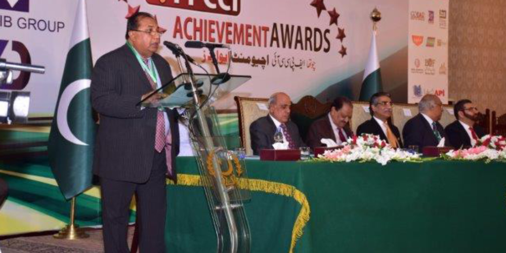 3 - ZRG receives FPCCI Gold Medal 2016